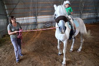 А Матильда в ответ улыбнулась... / Лошадь — это живой тренажер для детей